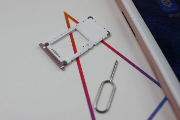 ranura SIM y aguja extractor de SIM