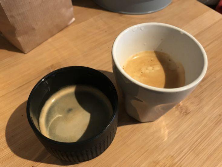 Comparación de dos espressos con la cafetera portátil y una eléctrica