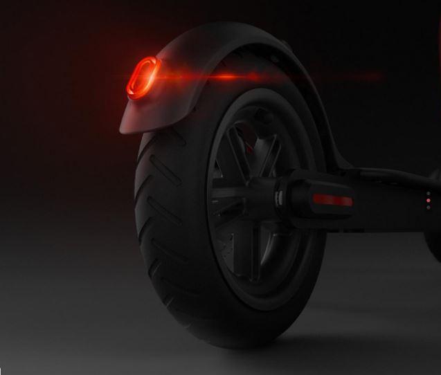 rueda trasera y luz de frenado