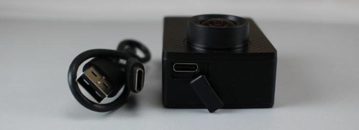 cámara, y cable USB