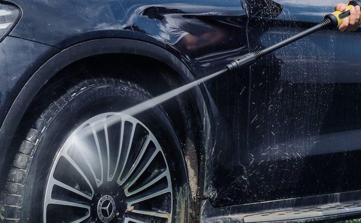 limpiando la rueda de un coche con el Jimmy JW31