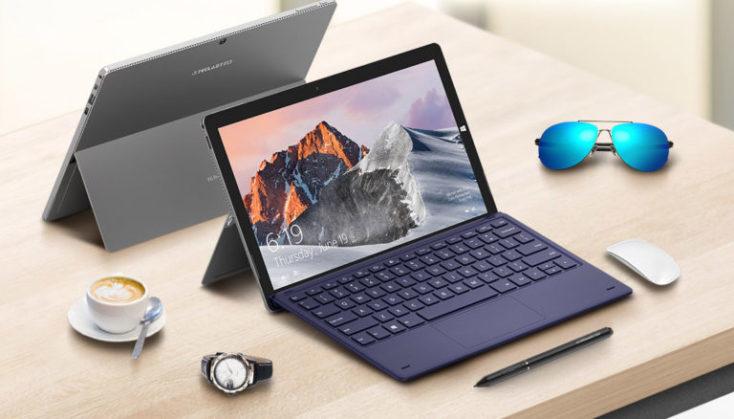 Teclast X6 Pro en negro con teclado visto desde delante y en gris visto desde detrás