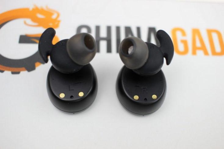 auriculares con conector de 2 clavijas
