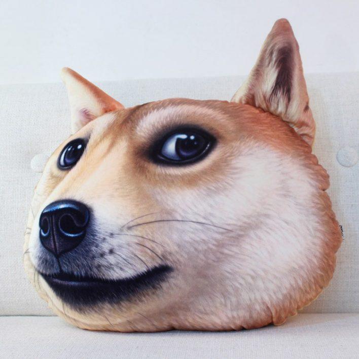 Cojín con la forma de la cabeza de un perro