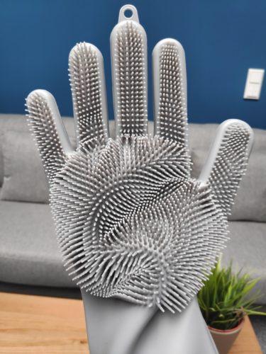 guante de silicona con cerdas de la mano derecha