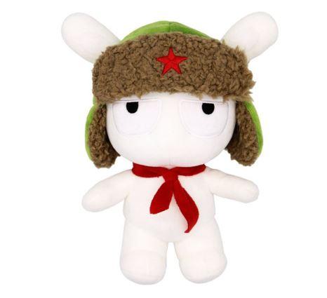 Conejito de peluche Mitu con un gorro ruso