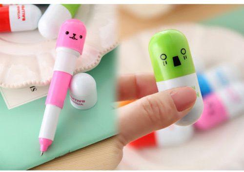 bolígrafo extendido en rosa a la izquierda; a la izquierda bolígrafo plegado en verde
