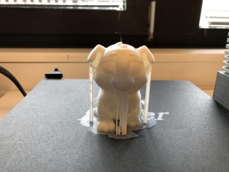 impresión de prueba de un perro con hilos con la creality Ender 3