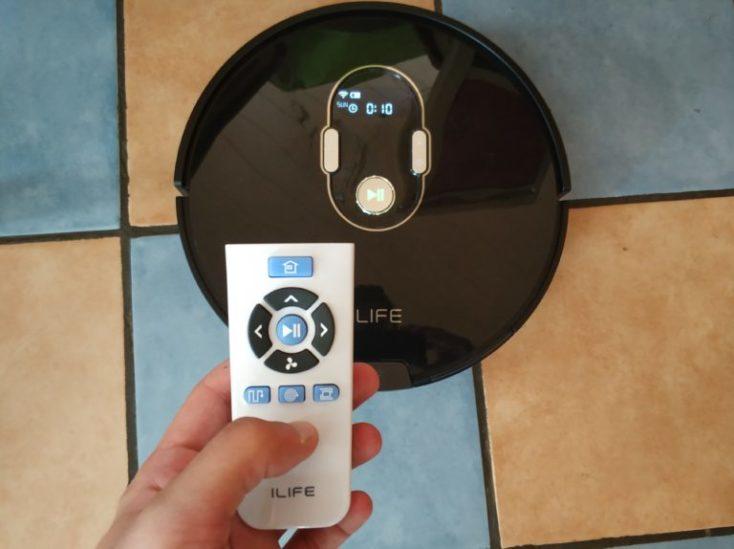 mando a distancia y robot aspirador