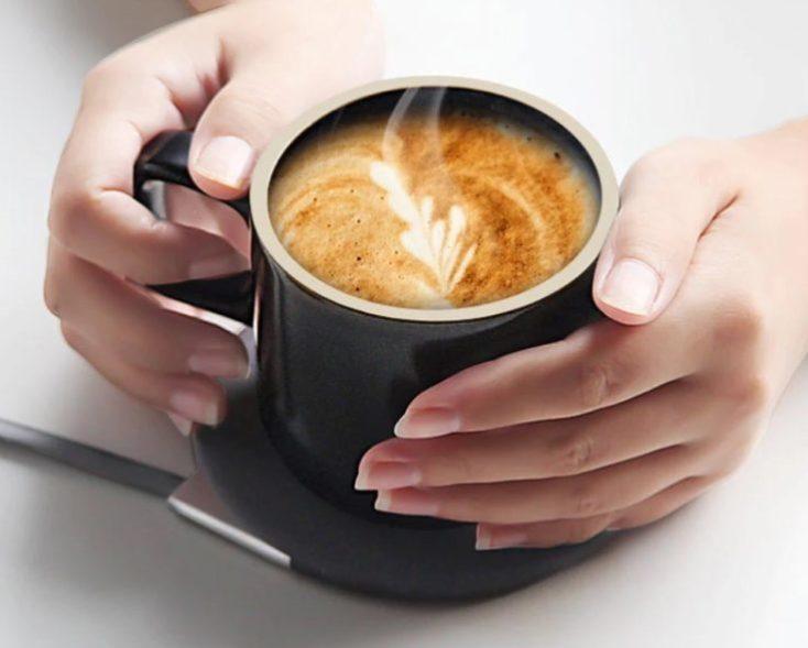 Taza Mgeek con café