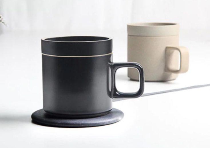 dos tazas MGeek en negro y marrón