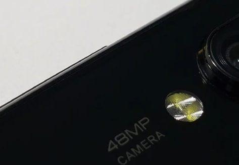 foto de un smartphone con una cámara de 48 MP