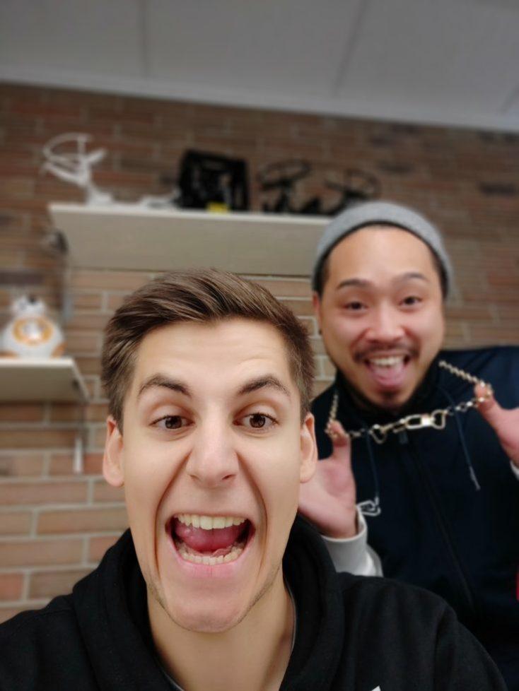 foto de prueba con la cámara principal de 2 personas