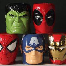 diferentes modelos de tazas de superhéroes
