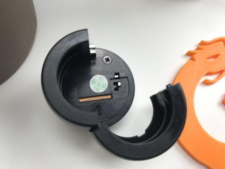 Pequeña palanca en la parte inferior del candado para cambia la combinación