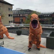 nuestros compañeros se disfrazan de t-rex