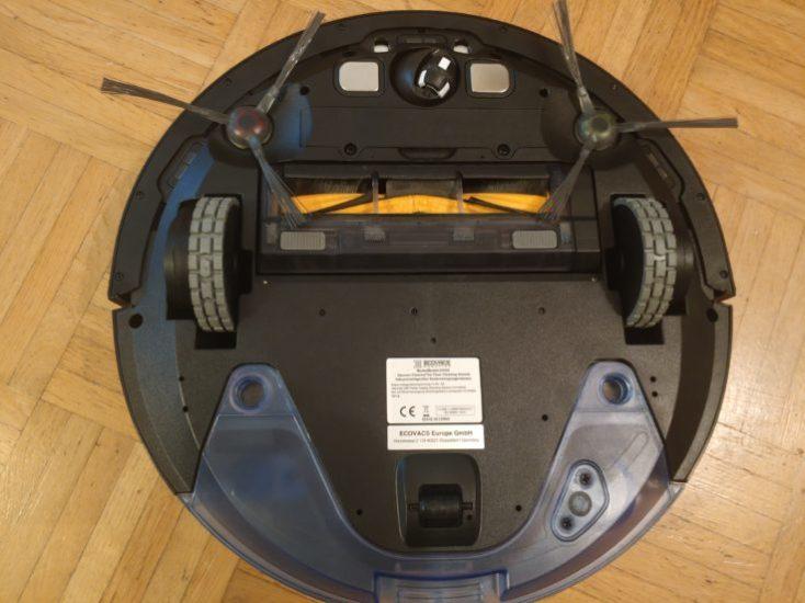 Parte de abajo del Das Einsetzen des Tanks ist leicht, um den Wischaufsatz anzubringen, muss man den Roboter allerdings umdrehen.
