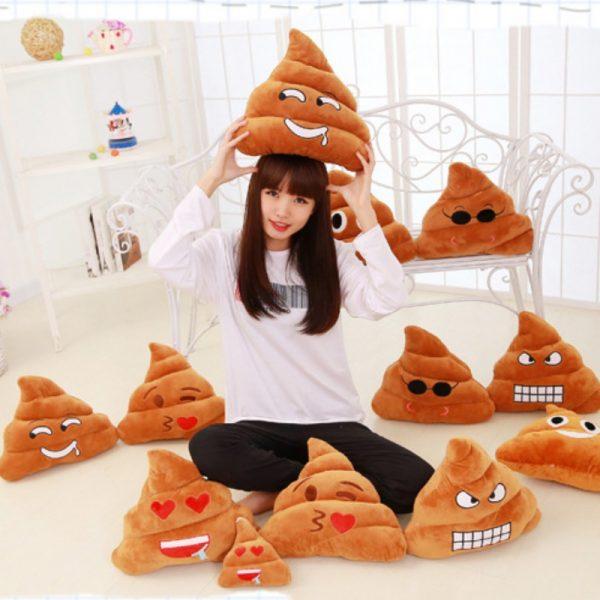 diferentes modelos del cojín de emoji Poop