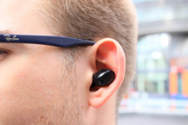 auriculares TWS In-ear Lenovo air en la oreja