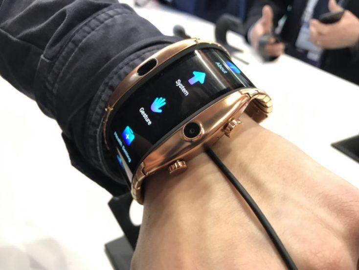 pantalla del smartphone de pulsera nubia alpha