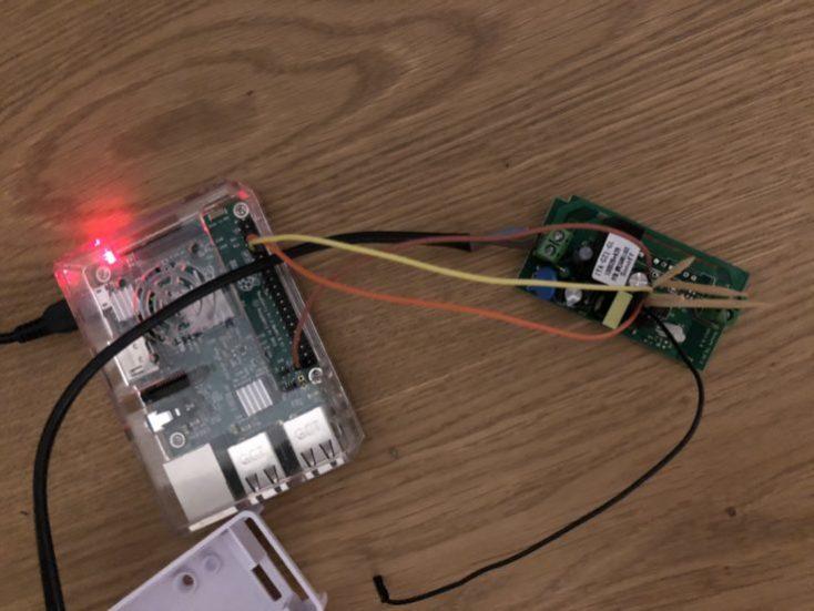 Interruptor Sonoff conectado a la frambuesa Pi