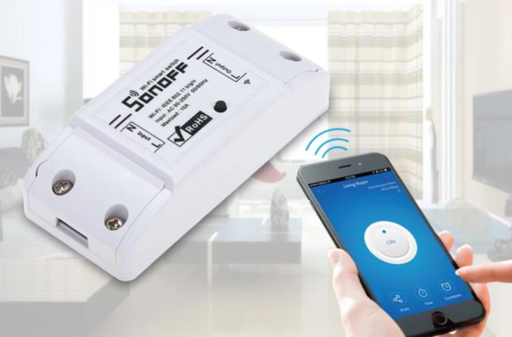 Sonoff Basic interruptor inteligente WiFi con un smartphone