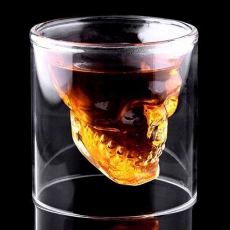 Vaso de cristal con calavera transparente
