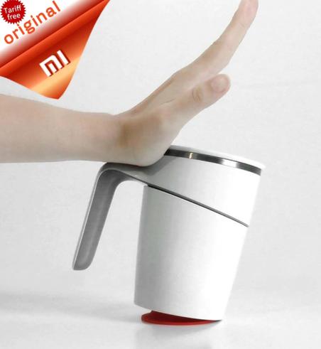 poster publicirtario, una mano golpeando la suction mug