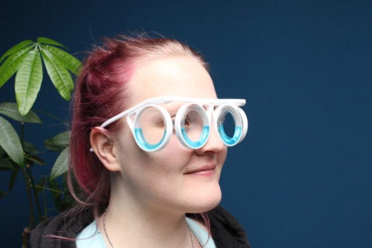 Vista de lado con las gafas puestas