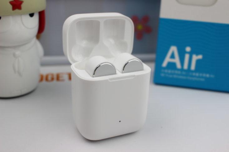 Xiaomi Mi AirDots Pro en la funda de carga