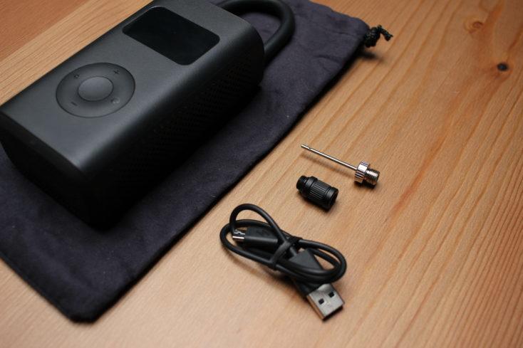 Bomba de aire eléctrica de Xiaomi y los accesorios incluidos