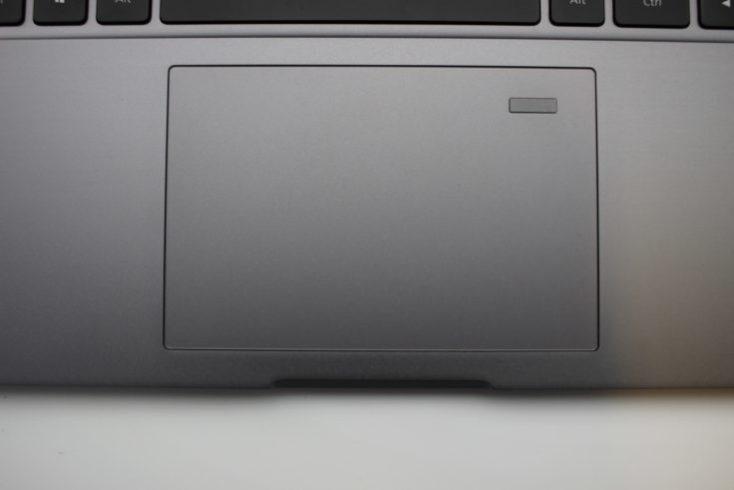 Sensor de huellas dactilares en el Touchpad del Xiaomi Mi Notebook Pro