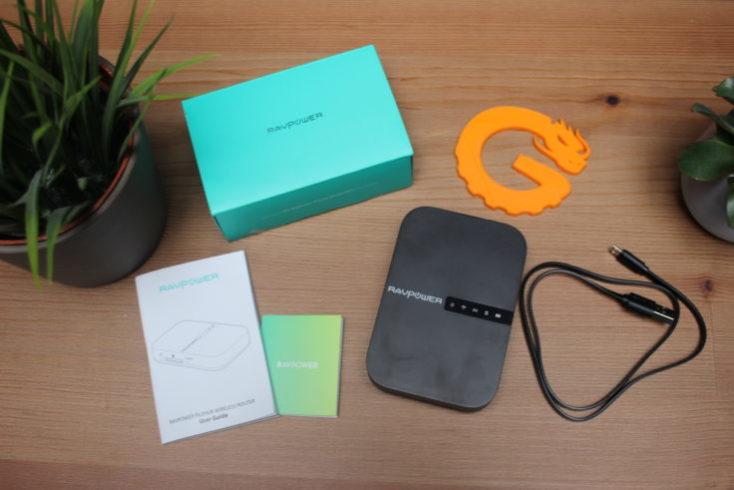 Accesorios incluidos con el router portátil RAVPower Filehub