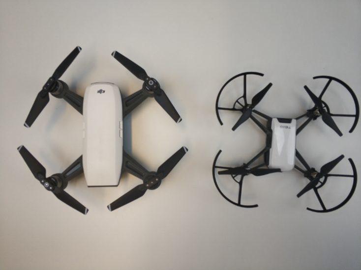 Drone DJI Spark a la izquierda, Drone Ryze Tello a la derecha