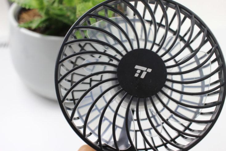 Aspas y logotipo del ventilador de mano portátil TaoTronics