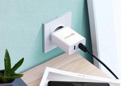 Cargador USB DE 2 puertos enchufado