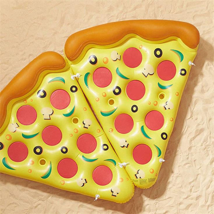 Dos colchonetas en forma de trozo de pizza unidas