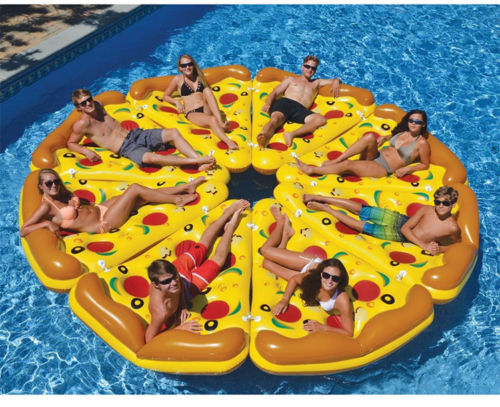 Colchonetas para playa y piscina en forma de trozo de pizza unidas, formando una pizza completa