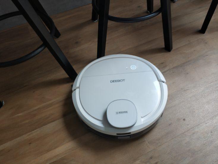 Robot aspirador Deebot Ozmo 900 detecta una silla