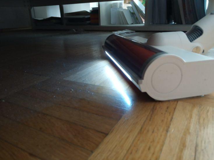 Luz LED en la boquilla de aspiración de la Aspiradora inalámbrica Roidmi F8