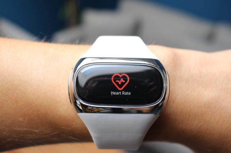 Montior de frcuencia cardíaca e el AirPower Wearbuds