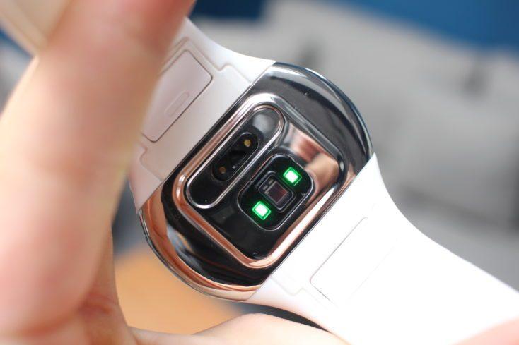 Sensores de pulso ópticos del AirPower Wearbuds