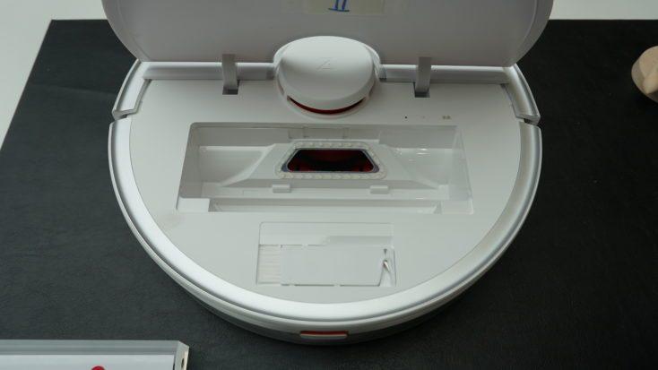 Roborock S5 Max con la tapa abierta