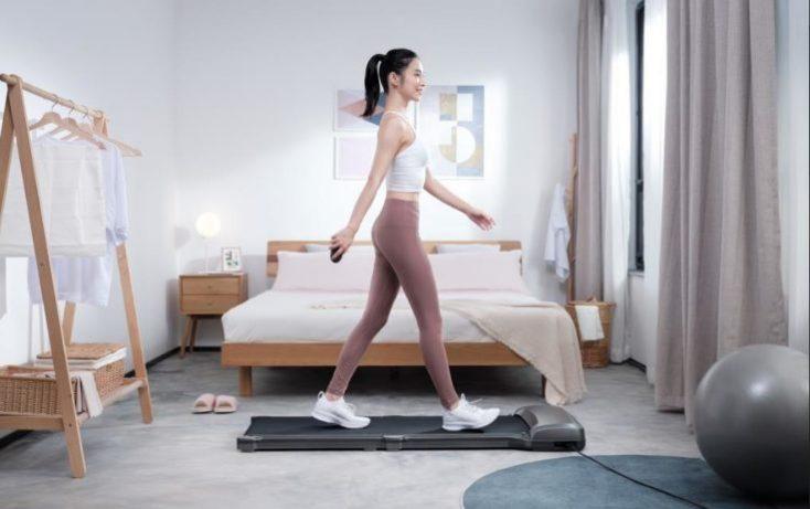 Modelo enla cinta de correr WalkingPad C1