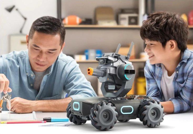 Padre e hijo con el Robomaster S1