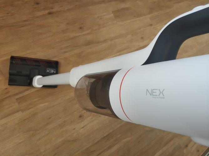 Roidmi NEX con el accesorio para fregar acoplado