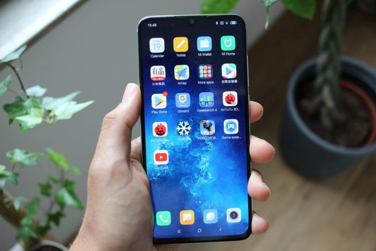 Xiaomi Mi CC9 en la mano