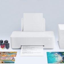 Impresora de inyección de tinta Xiaomi imprimiendo documento y cartuchos al lado