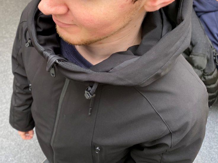 Cuello de la chaqueta de plumas 90FUN con sistema de calefacción
