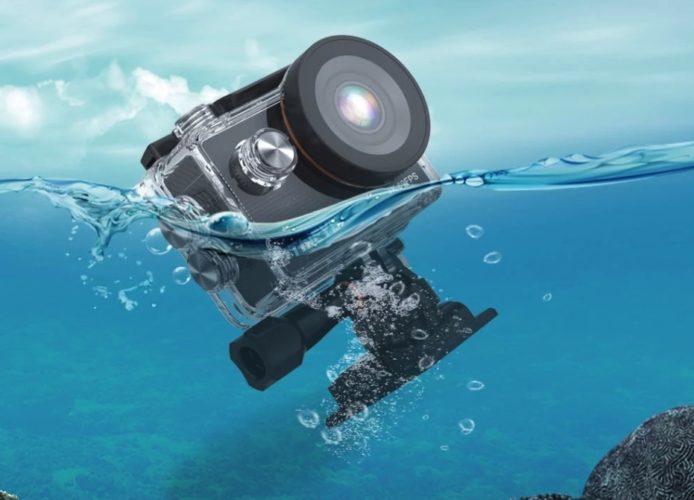 ThiEYE T5 Pro en el agua con carcasa
